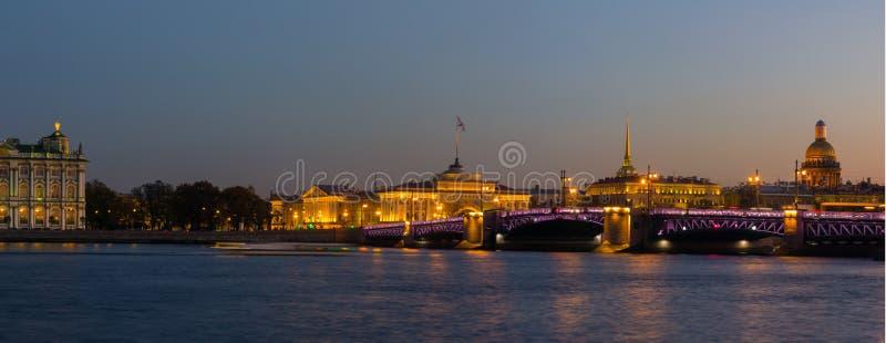 Панорама вечера Санкт-Петербурга, обители, России стоковое изображение rf
