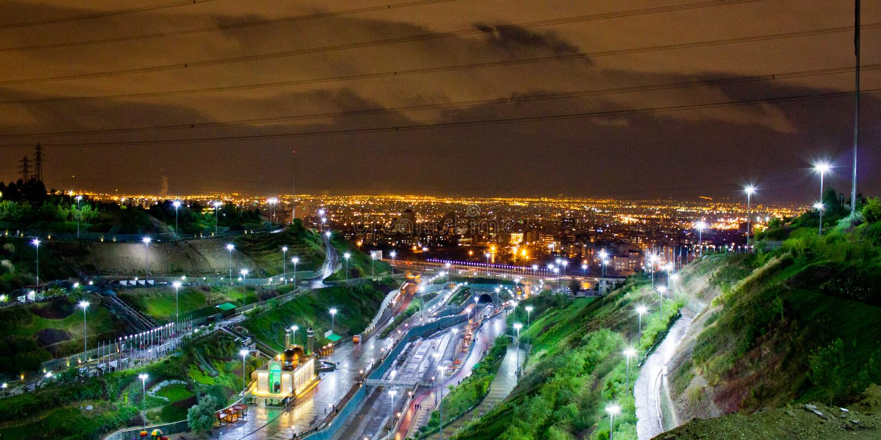 Панорама вечера Тегерана Ирана стоковая фотография