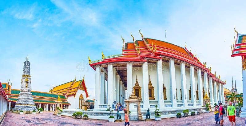 Панорама виска Phra Ubosot в комплексе Wat Pho, Бангкоке, Таиланде стоковое изображение rf