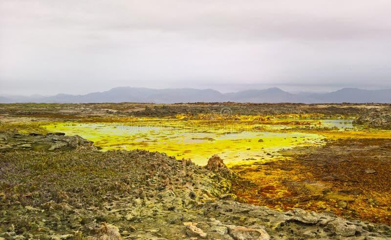 Панорама внутри кратера Dallol вулканического в депрессии Danakil, Afar Эфиопии стоковые фото
