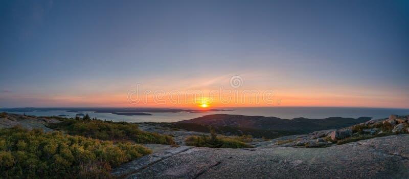 Панорама восхода солнца горы Кадиллака стоковое изображение rf
