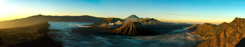 Панорама восхода солнца на держателе Bromo вулкана стоковая фотография