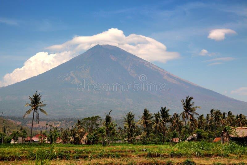 Панорама вулкана Gunung Agung в Бали стоковые фото