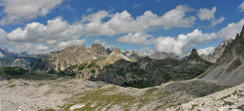 Панорама в доломитах с Torre di Toblin от Cime Tre стоковая фотография rf