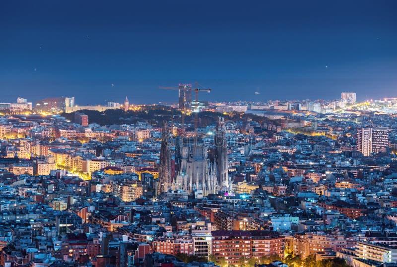 Панорама горизонта Барселоны на ноче стоковое фото rf