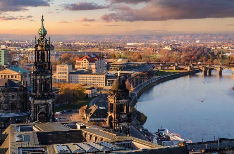 Панорама горизонта города Дрездена на заходе солнца в Германии стоковые изображения rf