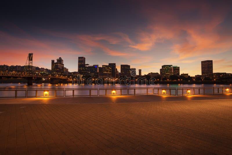 Панорама горизонта города Портленда, Орегона с мостом Hawthorne стоковое фото