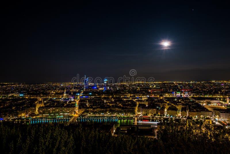 Панорама города Лиона к ноча день полнолуния, большой! стоковое фото