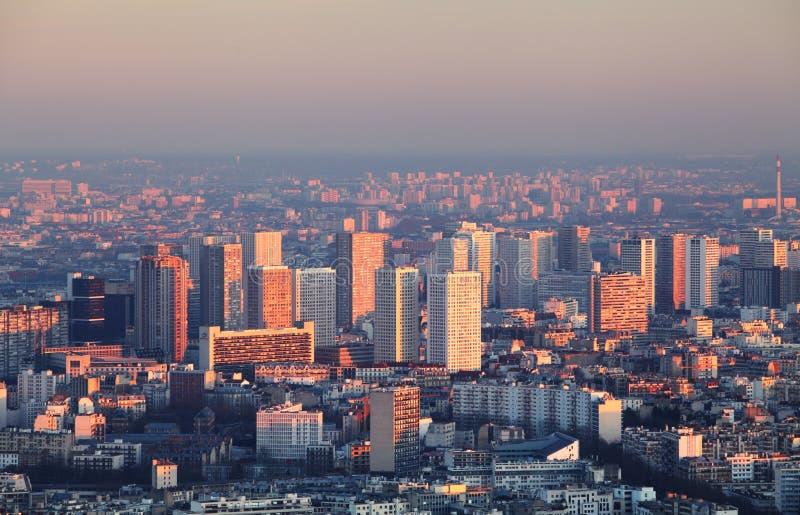Панорама города Парижа - вид с воздуха на заходе солнца стоковые фото