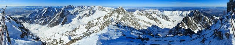 Панорама горы зимы стоковые изображения