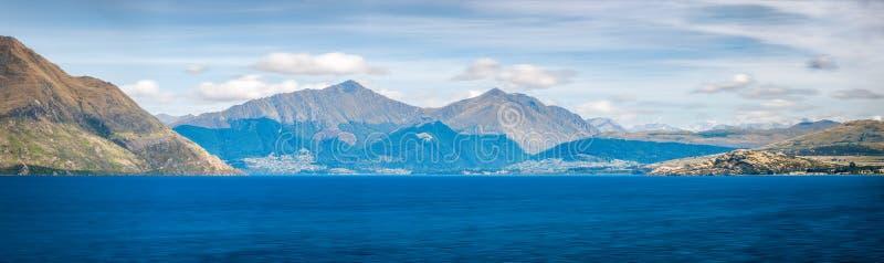 Панорама горы озера Wakatipu, Новой Зеландии стоковые изображения rf