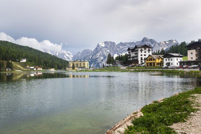 Панорама гор весны итальянца Альп Доломиты стоковое изображение