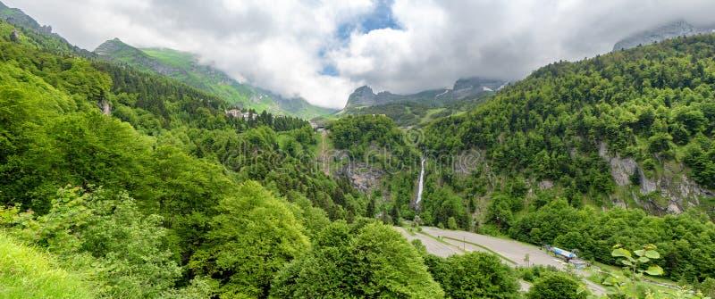 Панорама деревни Gourette в французских Пиренеи стоковое изображение rf