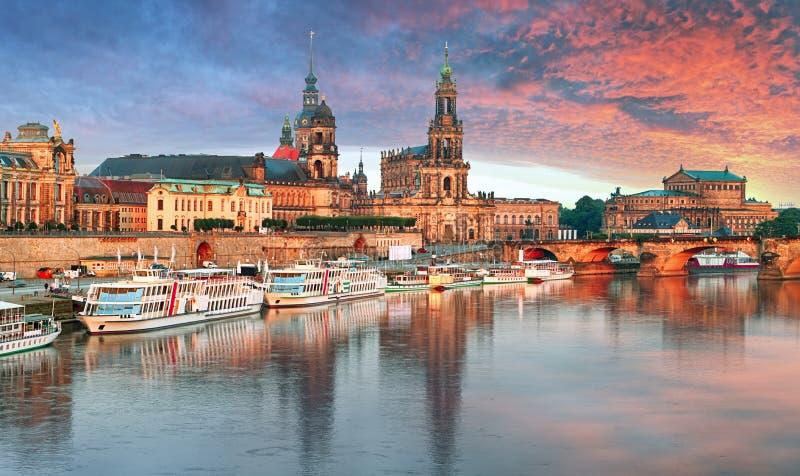 Панорама Дрездена на заходе солнца, Германии стоковое изображение