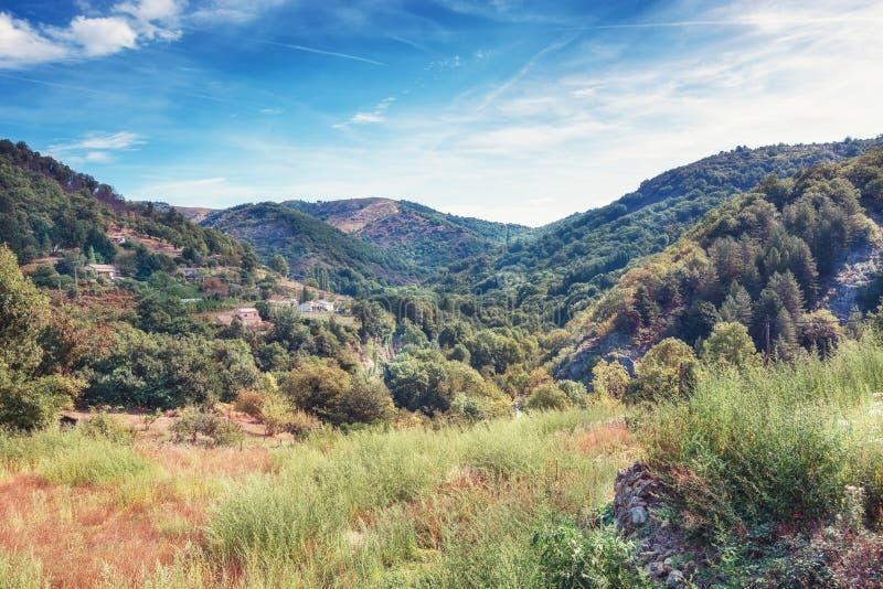 Панорама деревни в долине гор Ardèche стоковое фото rf