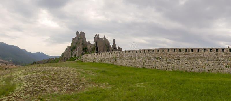 Панорама естественной крепости на утесах Belogradchik стоковая фотография rf