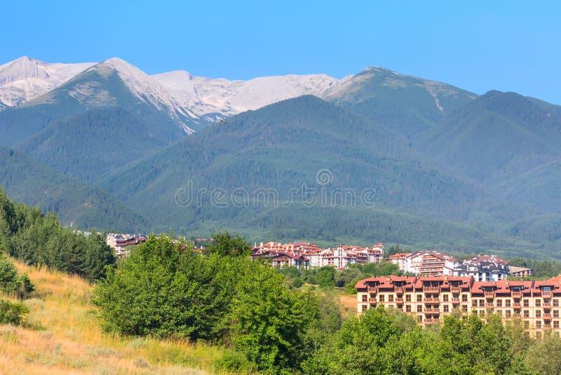 Панорама лета в болгарине весь курорт Bansko сезона, Болгария стоковые изображения