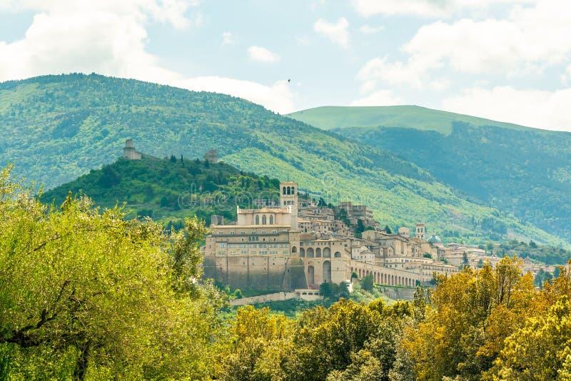 Панорама живописного исторического города Assisi в области Перуджа в Италии стоковое фото rf