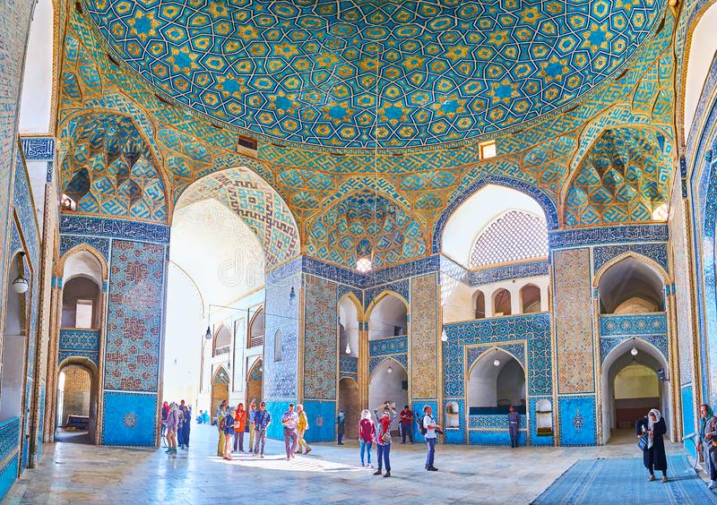 Панорама залы молитве мечети пятницы в Yazd, Иране стоковые изображения rf