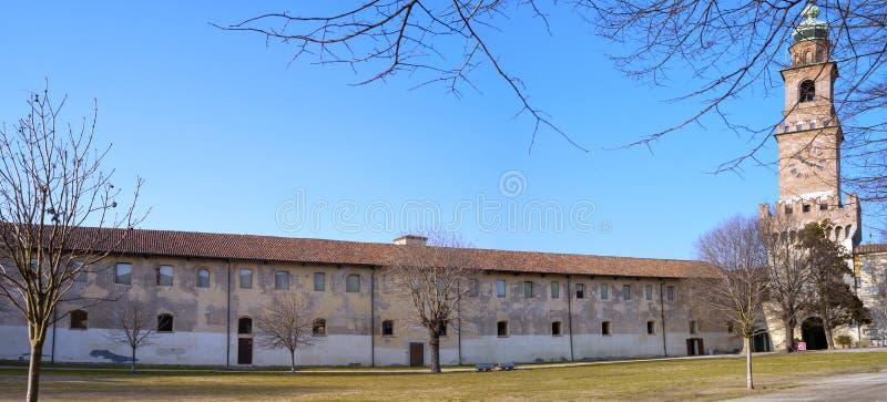 Панорама замка Vigevano мать 2 изображения дочей цвета стоковые изображения