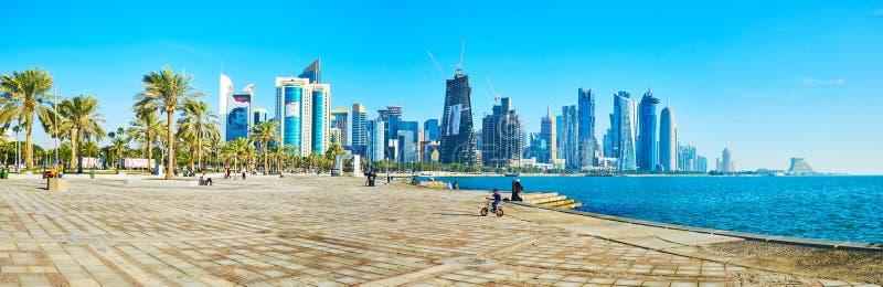 Панорама западного залива, Дохи, Катара стоковая фотография