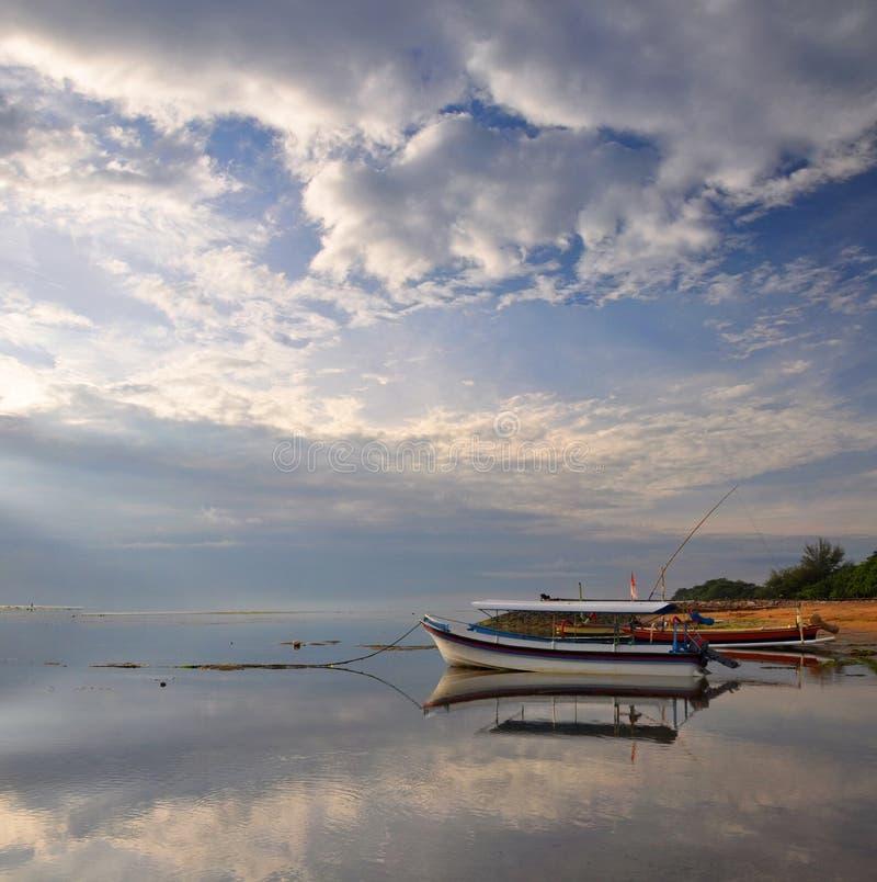 панорама Индонесии шлюпки пляжа bali стоковое фото rf