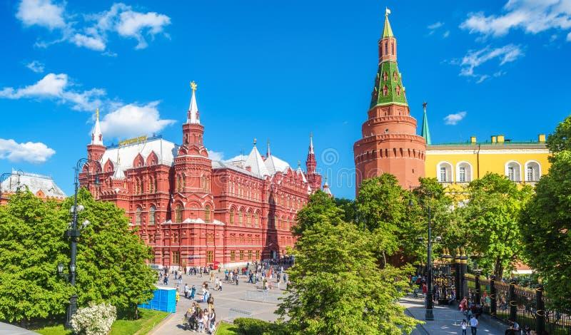 Панорама квадрата Manezhnaya Москвой Кремлем летом, Россией стоковые изображения rf