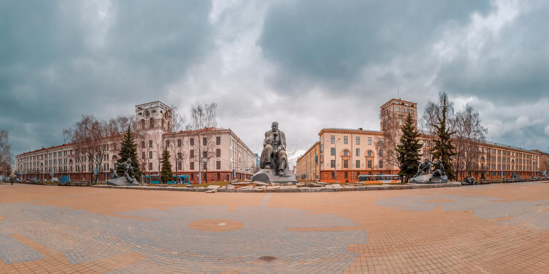 Панорама квадрата Kolas Yakub в Минске, Беларуси стоковые изображения rf