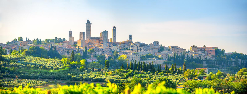 Панорама красивого древнего города Сан Gimmignano на заходе солнца, Тоскане, Италии стоковое фото