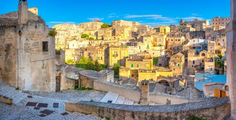 Панорама красивого средневекового города на заходе солнца стоковое фото rf