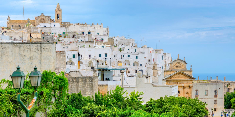 Панорама красивого старого городка стоковое фото