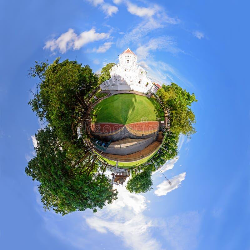 Панорама 360 крепости Phra Sumen в парке Santichai Prakan стоковые изображения rf