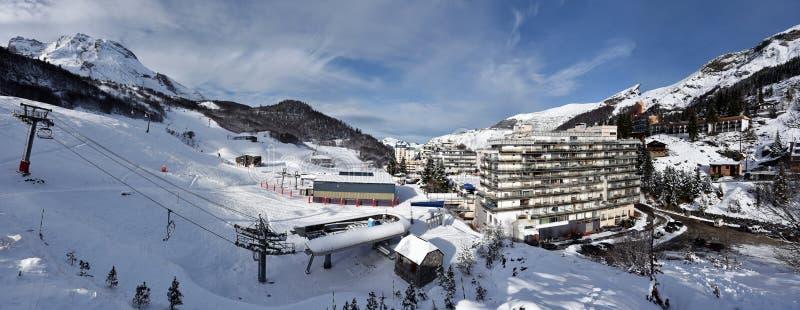 Панорама курорта спорта зимы Gourette в Bearn Пиренеи стоковое фото rf