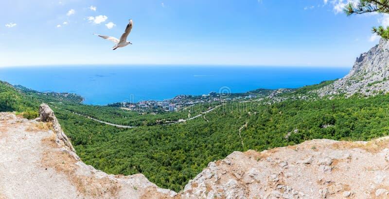 Панорама курортного города Foros, взгляд от крымских гор, Крым, Украина стоковая фотография