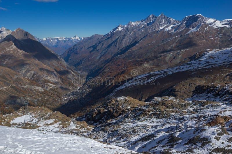 Панорама к швейцарцу Альпам от рая ледника Маттерхорна к Альпам, Швейцарии стоковое изображение