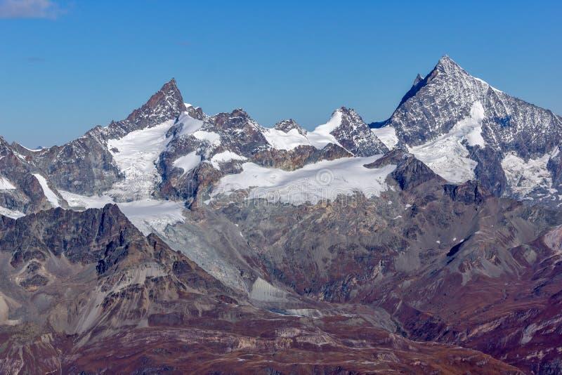 Панорама к швейцарцу Альпам от рая ледника Маттерхорна к Альпам стоковое изображение rf