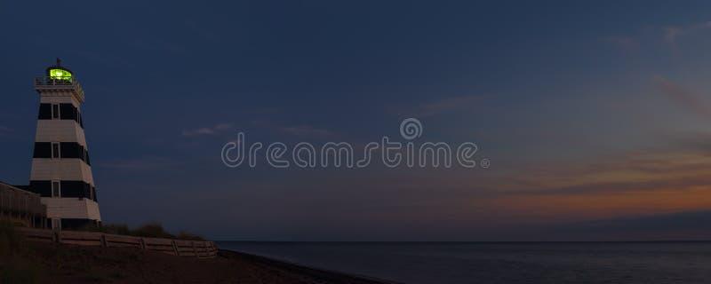 Панорама маяка западного пункта на ноче стоковые фото