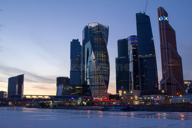 Панорама Москвы на заходе солнца Зима moscow Россия Панорама сделанная от множественных фото стоковые фотографии rf