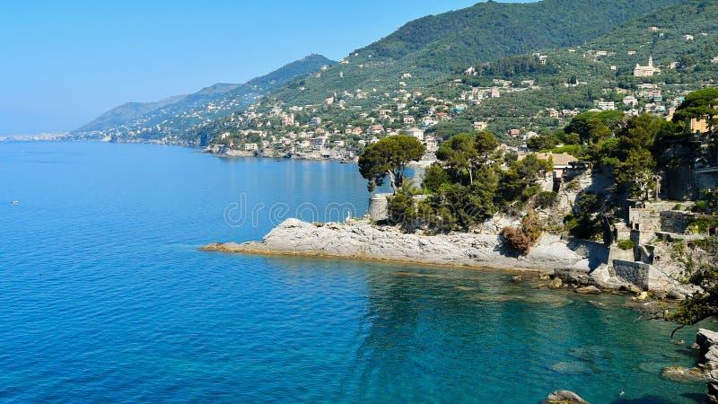 Панорама на побережье Camogli Средиземного моря в Лигурии стоковое изображение