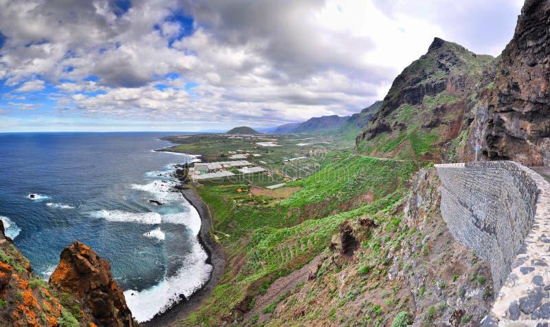 Панорама на скалистом северо-западном пляже, Тенерифе, канарских островах стоковое фото