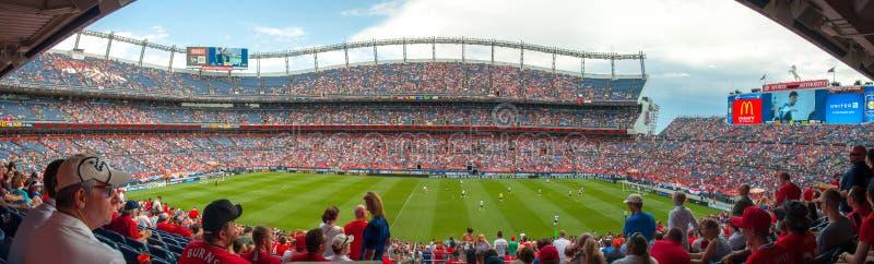 Панорама на Mile High Stadium стоковые изображения rf
