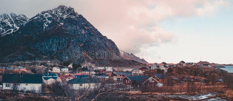 Панорама, Норвегия, Ã… деревня самая далекая на островах Lofoten к где оно возможное для того чтобы пойти с автомобилем стоковая фотография