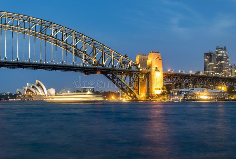 Панорама ночи гавани Сиднея, Австралии стоковые изображения rf