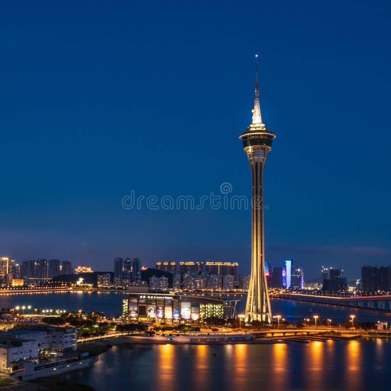Панорама ночи горизонта Макао и башни радиосвязи, Torre de Макао Se, Макао, Китай стоковое изображение rf