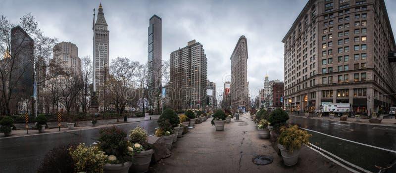 Панорама Нью-Йорка с известным небоскребом стоковые фотографии rf