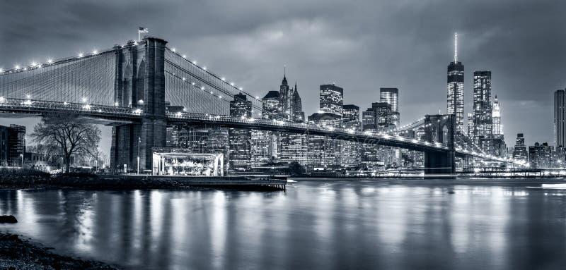 Панорама Нью-Йорк на ноче стоковое фото rf