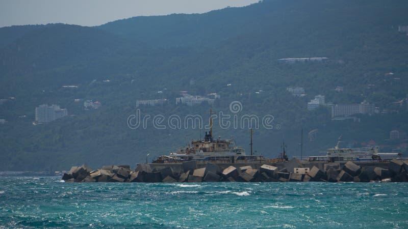 Панорама обваловки, ландшафт морского побережья, Крым стоковые изображения