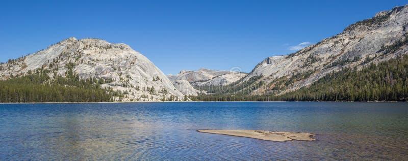 Панорама озера Tenaya в национальном парке Yosemite стоковые фото