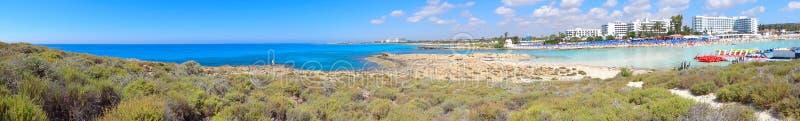 Панорама острова Кипра Средиземного моря ландшафта побережья пляжа стоковые изображения rf