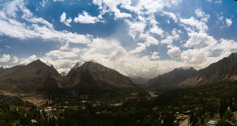 Панорама долины Karimabad и Hunza, gilgit-Baltistan Пакистана стоковая фотография